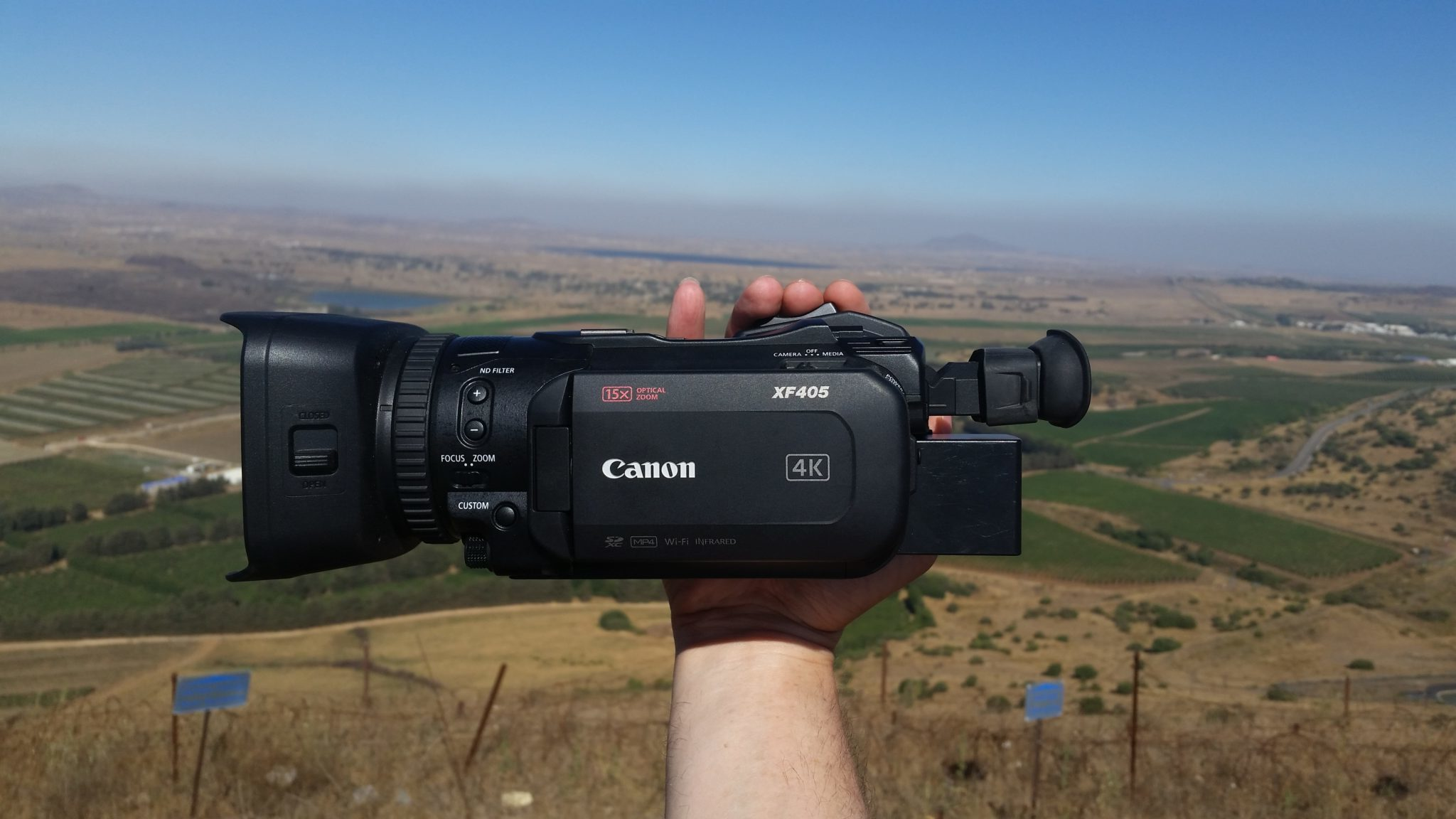 Canon XF405 in handheld mode